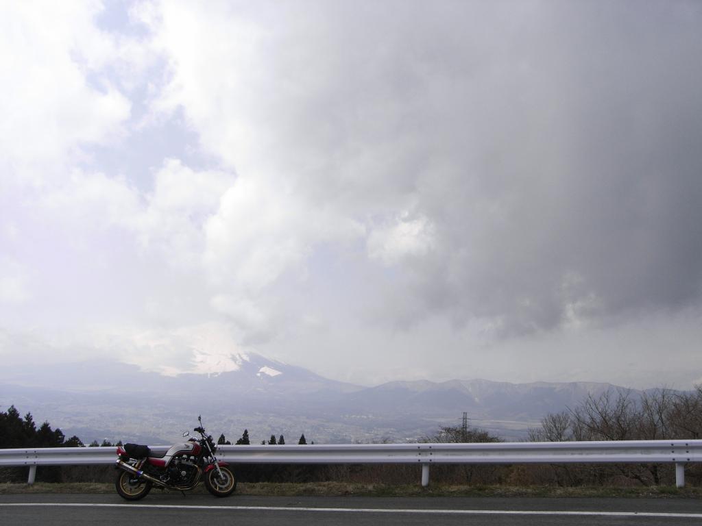 雲が多い(><)そして近い!残念ながら今回は富士チラ☆です(笑