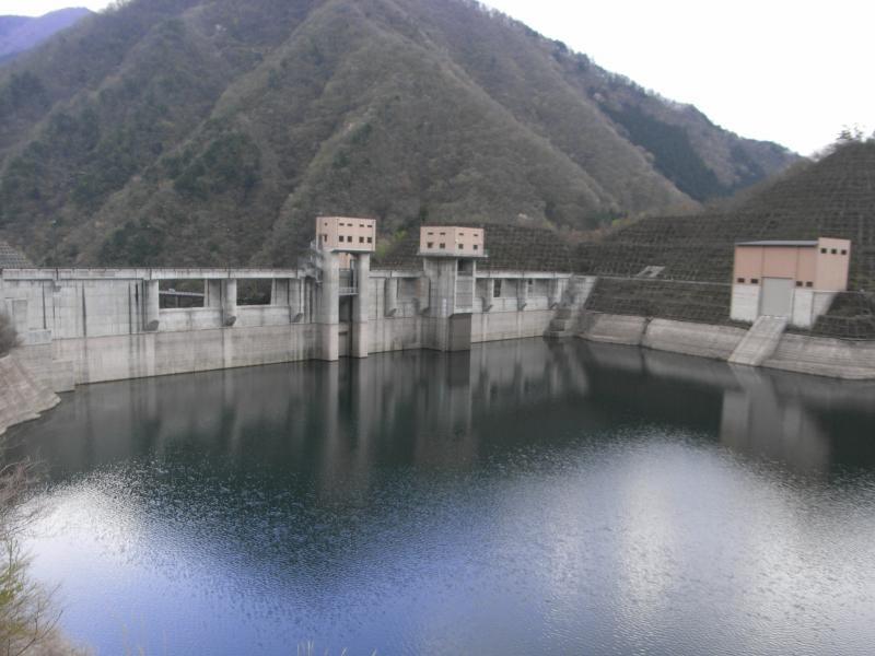 深城ダムの周囲は見事なまでに何もありません☆