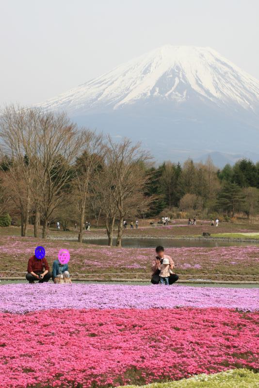 富士山も背景に記念撮影