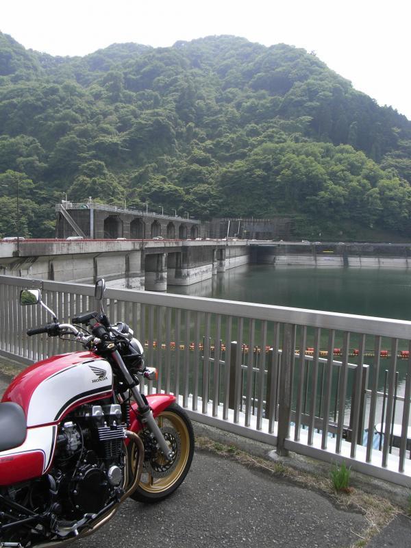 前回行った相模湖と津久井湖はすぐ隣同士です