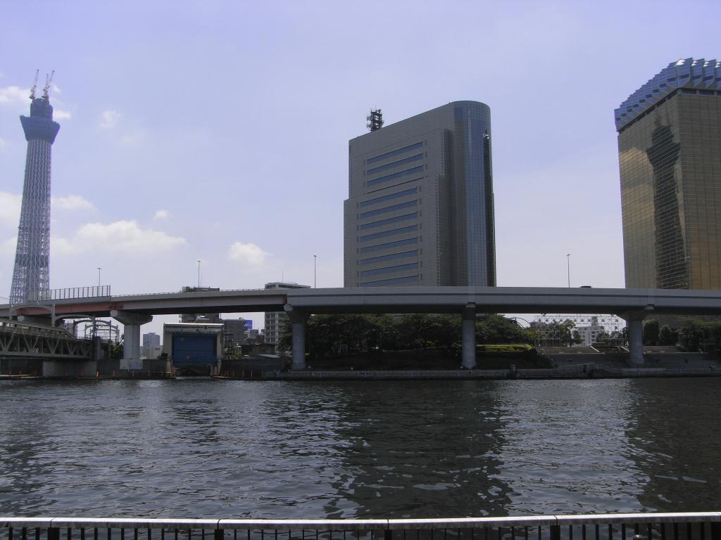 ここに日本一の建造物が二つあるw