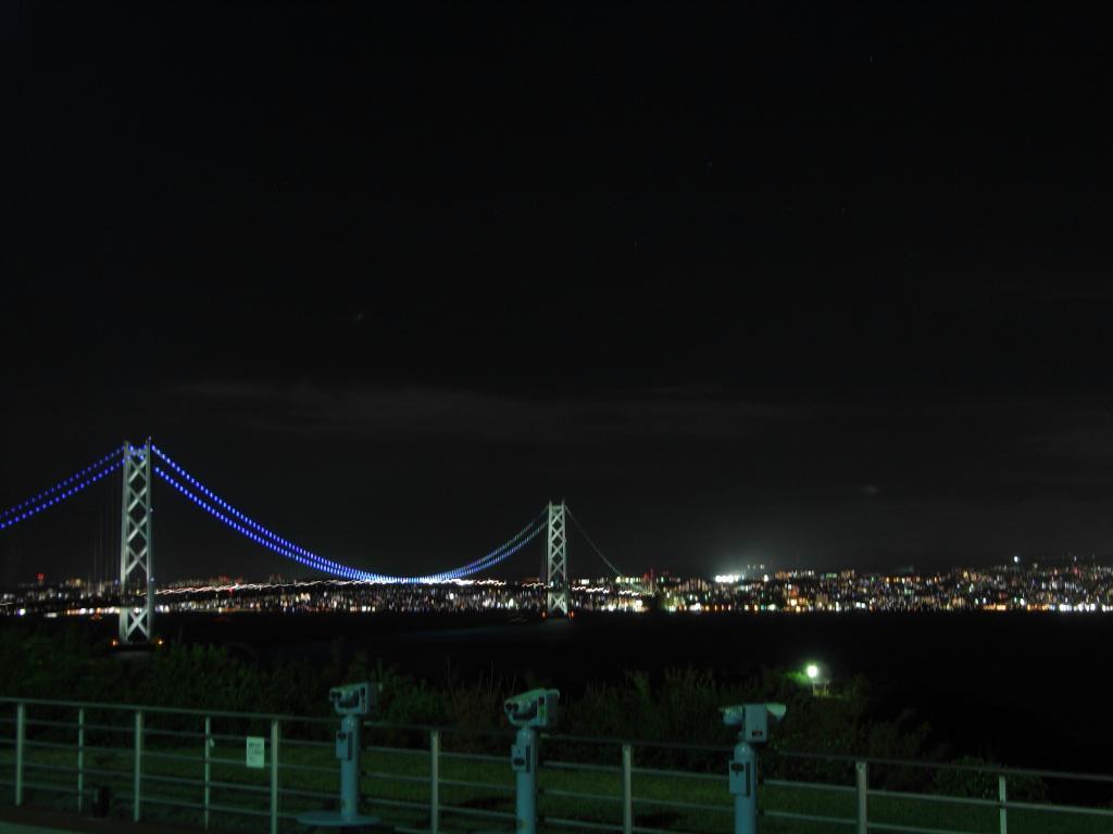 対岸に見えるは神戸の光が輝いとります