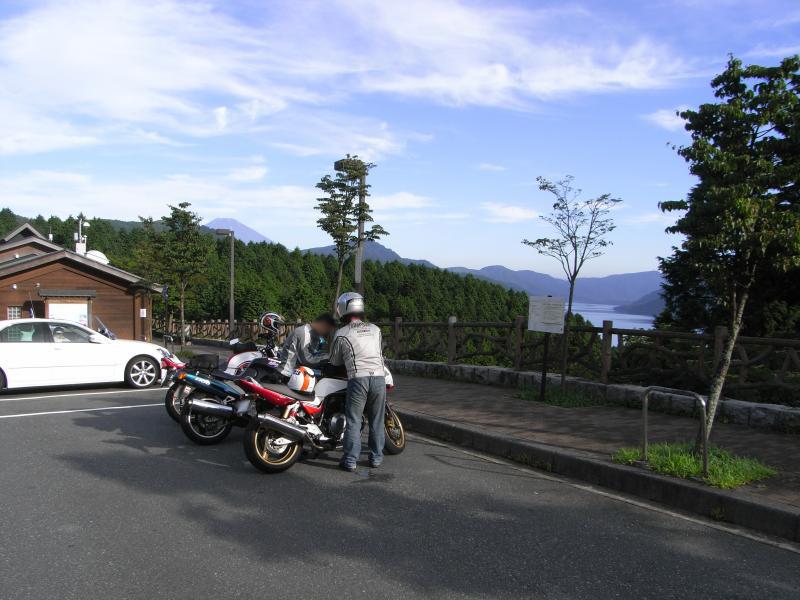 道の駅箱根峠は早朝でも結構人いてました
