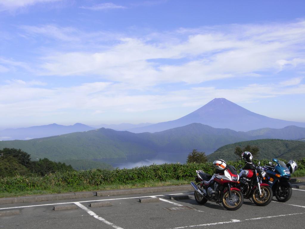 箱根の大観山は芦ノ湖と富士山を一望できる有名スポット
