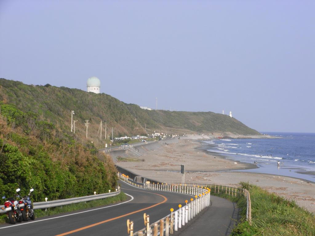 海岸には海水浴客やサーファーが沢山きてますた