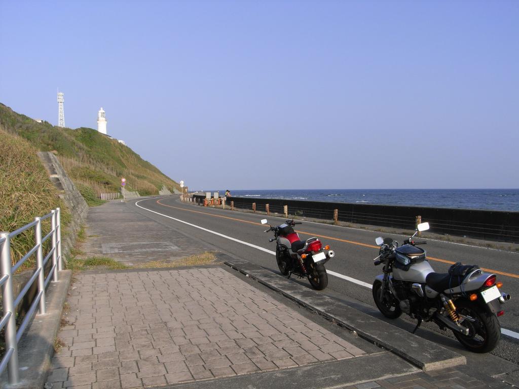 ついでに灯台の下で記念撮影w