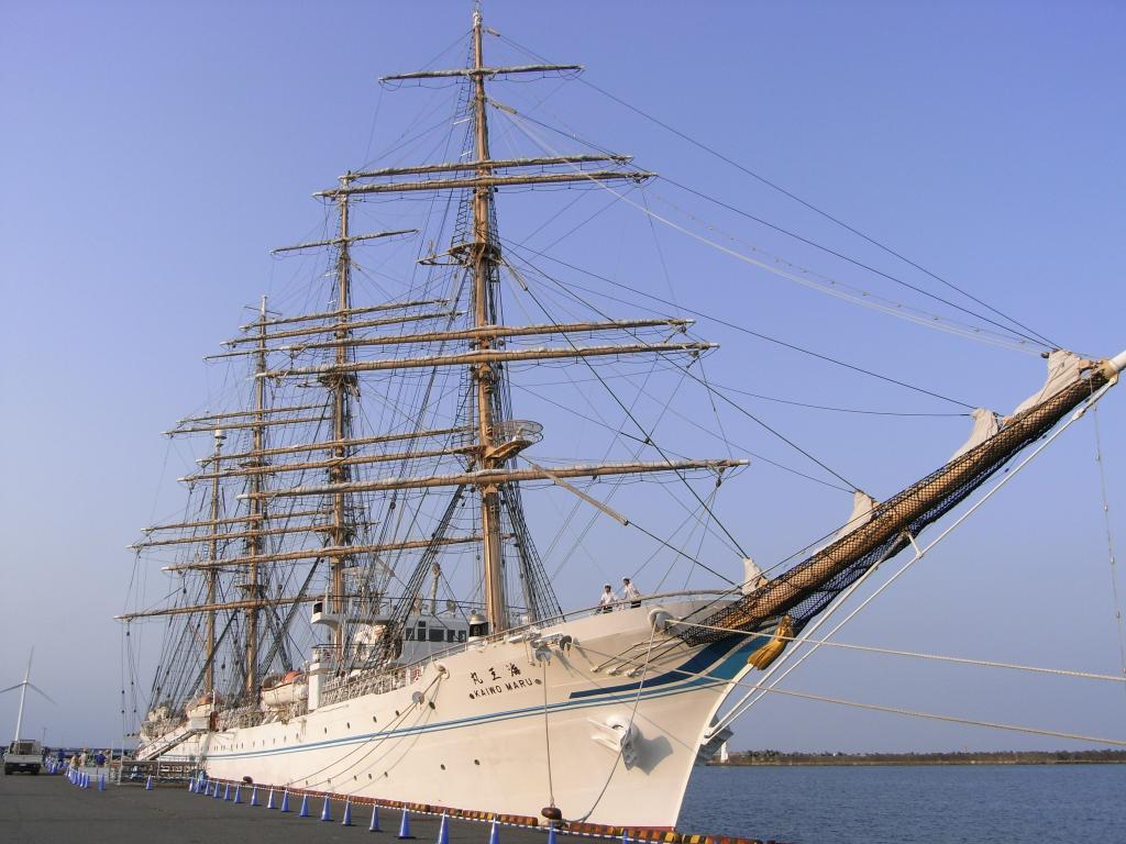 昼間に帆が張られた状態で披露されていた模様ですが、見応えありますw
