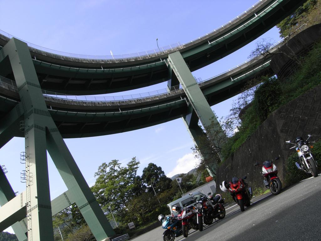 橋の湾曲とバイクの組み合わせが難しい~(≧ω≦;)