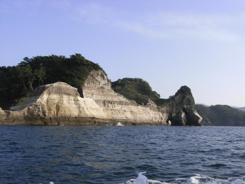 長い年月の海岸侵食により生まれた景観です