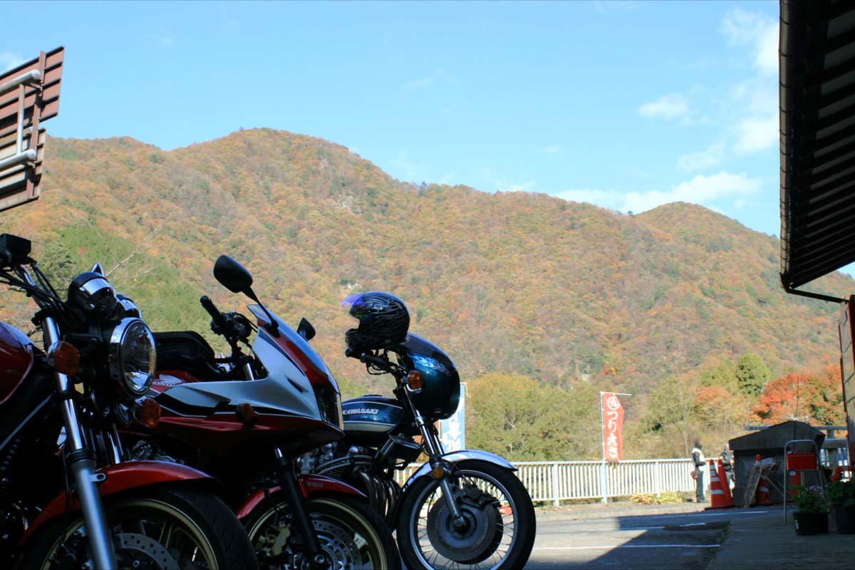 カッコイイZ900乗りの方も紅葉の見事さに足を止め撮影してました(´∀`*)