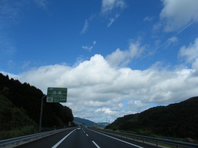 雲の切れ間から青空が(゜∀゜*)