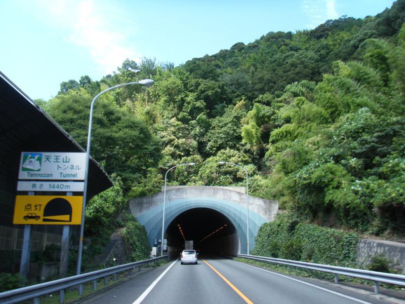 確か、このトンネル抜けてしばらくしてから・・・( ̄ω ̄;