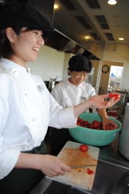 トマト処理中