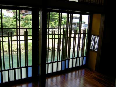 雀横ガラス