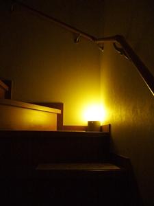 階段ライト暗い
