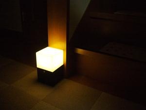 玄関先ライト暗い