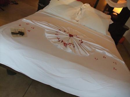 ハネムーン用ベッドメイク