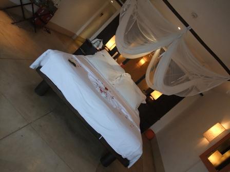 天蓋つきベッド