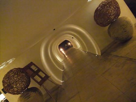 夜のトンネル