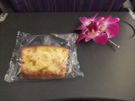 フルーツケーキとお花