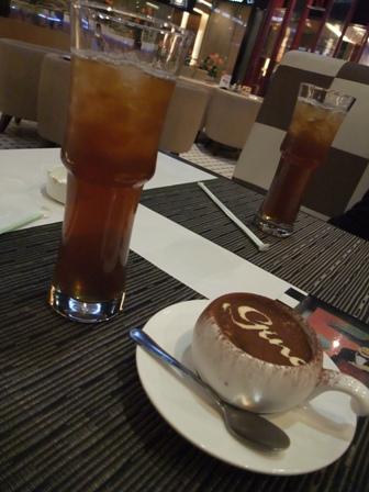 カフェでひとやすみ