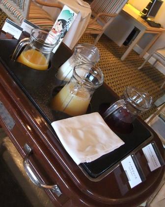 朝食 ビュッフェテーブル1
