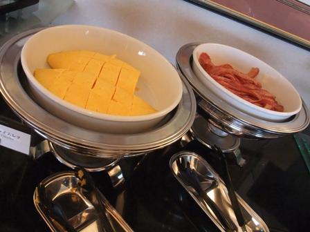 朝食 ビュッフェテーブル3
