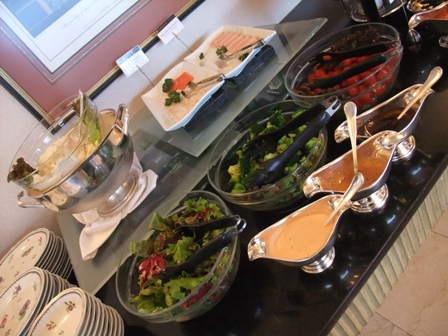 朝食 ビュッフェテーブル4