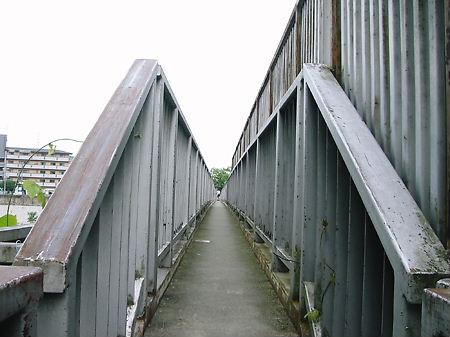 武庫川に架かる細い橋