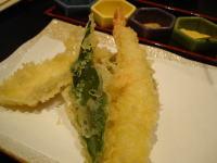 揚物 海老、白身魚、金時草、茄子