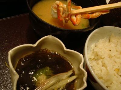 酢の物とお食事 さざえご飯、渡り蟹の味噌汁、香の物