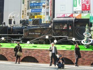 JR山手線新橋駅前の機関車