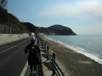 海沿いを走る私(旦那さん撮影)