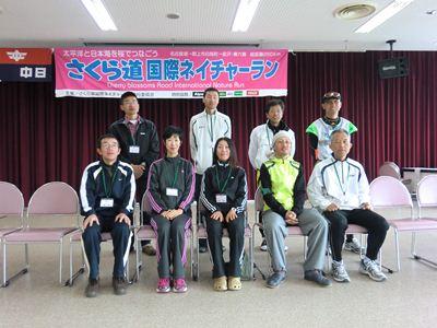 中日新聞の撮影のため岐阜県の9人で