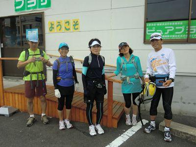 桑名で記念撮影 (左から kazzさん、norirunさん、なえさん、きまぐれ2号さん、サダさん)