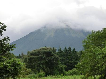 曇り空の大山