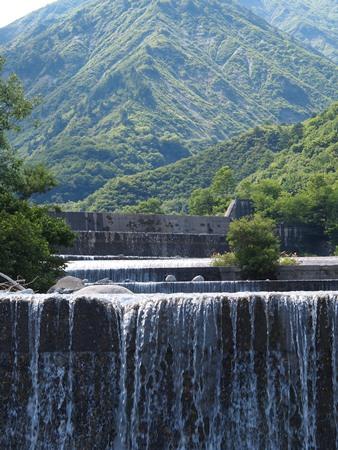 上流はダム