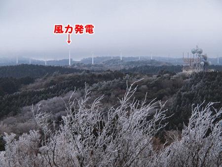 遠くに風力発電