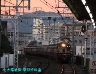 阪急電車、天神祭の次は紅葉かな? 2