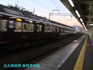 阪急電車、天神祭の次は紅葉かな? 4