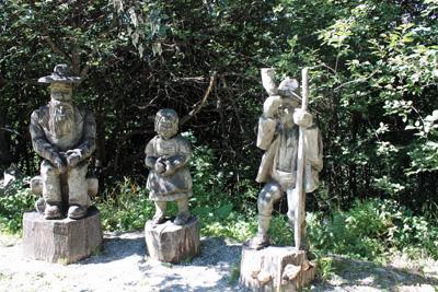 ハイジたちの木彫り