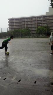 フットサルイン雨中