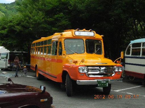 8.ボンネットバス2