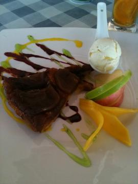 Apple Cinamon Tarte with Ice Cream