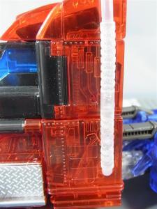 東京おもちゃショー2012 限定 シャイニングオプティマスプライム ビークルモード008