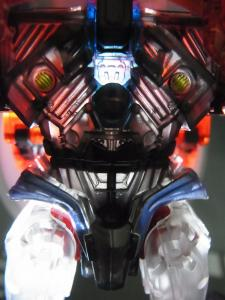 東京おもちゃショー2012 限定 シャイニングオプティマスプライム ロボットモード009