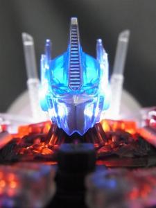 東京おもちゃショー2012 限定 シャイニングオプティマスプライム ロボットモード011