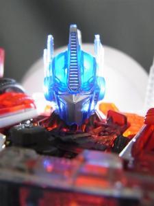 東京おもちゃショー2012 限定 シャイニングオプティマスプライム ロボットモード012