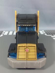 TFプライム サイバトロンサテライト限定 FE ダークガードオプティマスプライム ビークルモード016