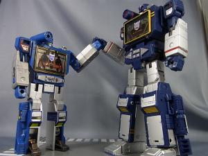 MP-12 サウンドウェーブ ロボットモード012
